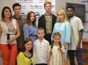 Бренд «Petro Soroka» оголосив у Львові про початок міжнародного конкурсу «Вишиванка єднає світ»!